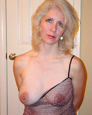 Mature tits solo naked photos