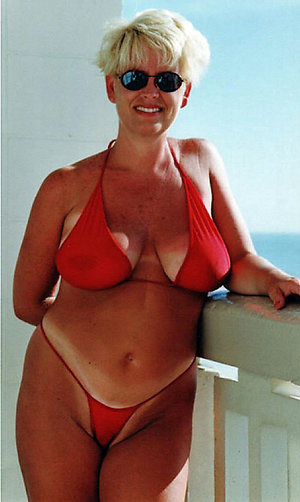 Free pictures of mature women in bikinis