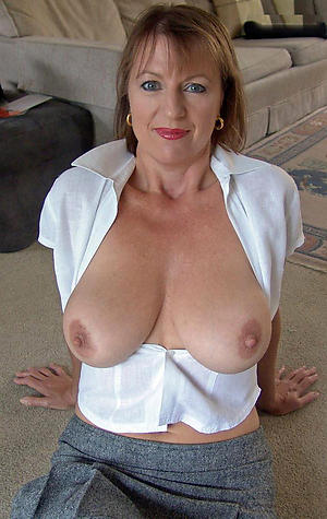 Xxx mature woman solo
