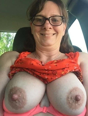 Busty white mature pussy porn pics