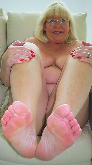 Wonderful mature women feet pics