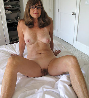 Nude mature in glasses sex pictures