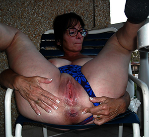 Naked mature with glasses sex pics