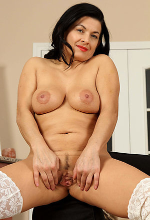Naked latina mature pussy pictures