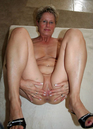 Best pics of nude old wife open legs