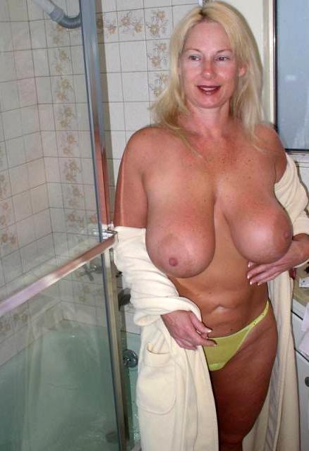 Mature boobs big Coco Austin