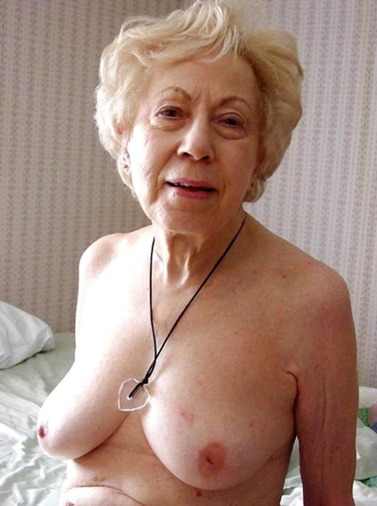 XXX Sex Images grandmothers get undressed porn videos