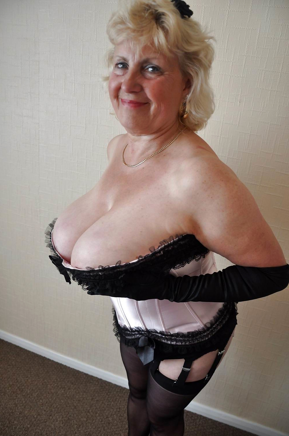 Nude sexy old ladies