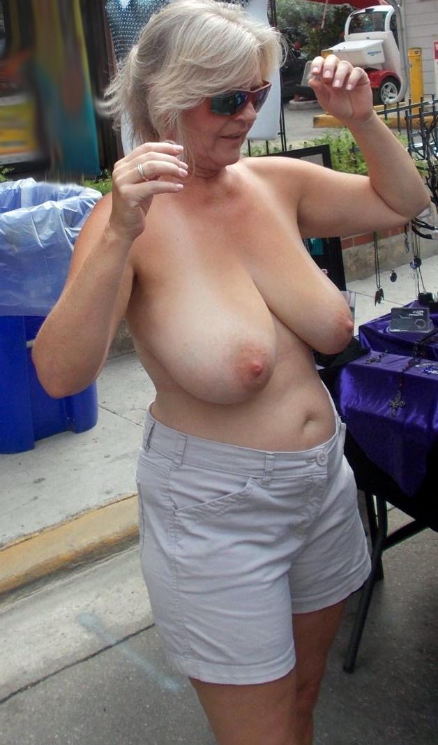 Amateur Oma Nackt